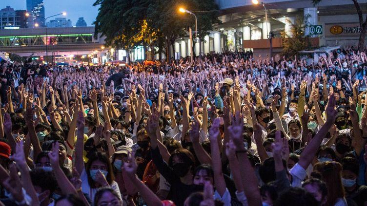 Une manifestation du mouvement prodémocratie à Bangkok(Thaïlande), le 16 octobre 2020. (ANADOLU AGENCY / AFP)