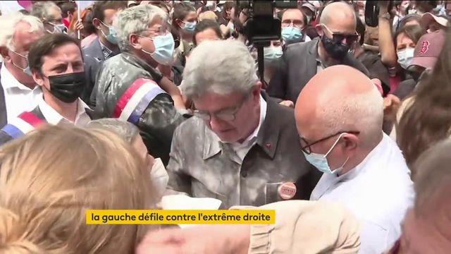 """VIDEO. """"Marches des libertés"""" : Jean-Luc Mélenchon enfariné avant le départ du défilé parisien"""