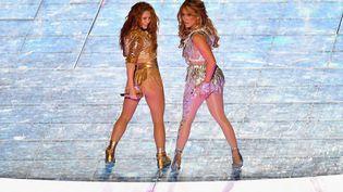 Shakira etJennifer Lopez lors de leur show à la mi-temps du Super Bowl 2020 à Miami le 2 février 2020. (ANGELA WEISS / AFP)