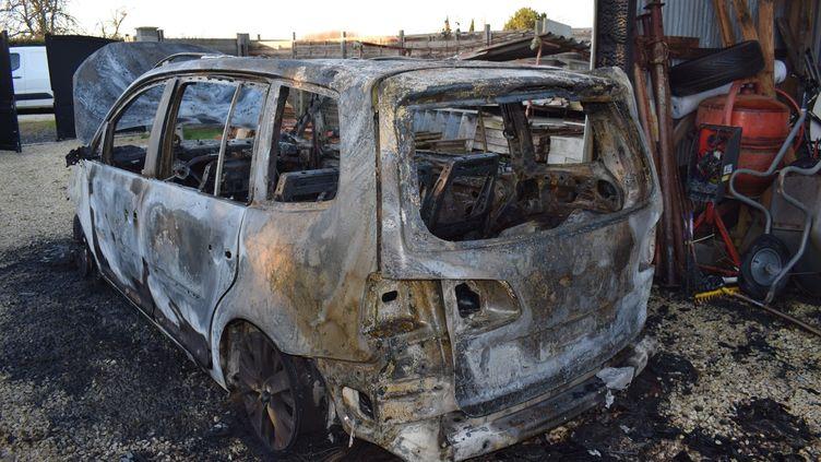 Un homme a brûlé plusieurs véhicules de son voisin, après un différend sur la route. (POLICE NATIONALE CHARENTE-MARITIME)