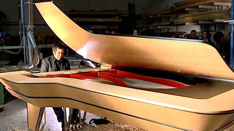 "Le piano ""Walking time"" inauguré par Arnaud Labastie  (France 3 Aquitaine)"