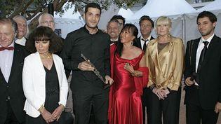Nabil Ayouche, lauréat, entouré des membres du jury  (Bernard Brun / France Télévisions)