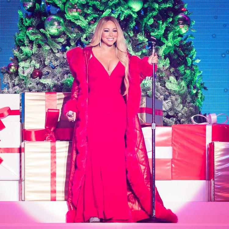 """Mariah Carey donne un concert à Nottingham (Royaume-Uni) pendant sa tournée """"All I Want for Christmas is You"""", le 9décembre2018. (SAMIR HUSSEIN / WIREIMAGE / GETTY IMAGES)"""