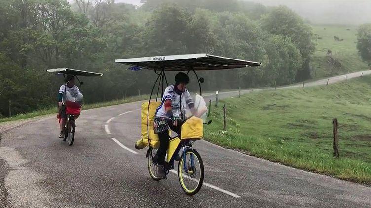 Sun Trip : un tour de l'Europe en vélo électrique alimenté par un panneau solaire (France 2)