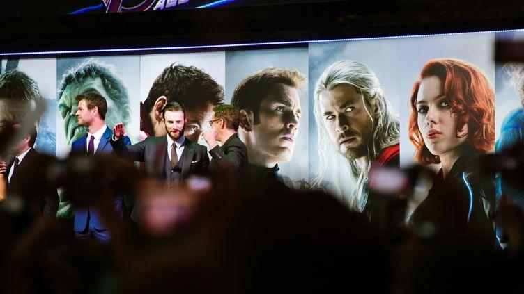"""Des acteurs du film """"Avengers : l'Ere d'Ultron"""", lors d'une avant-première à Londres (Royaume-Uni), le 21 avril 2015. (CHAI RONG / IMAGINECHINA)"""