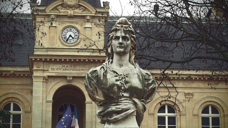 (Un buste de Marianne dans un square parisien  © MaxPPP)