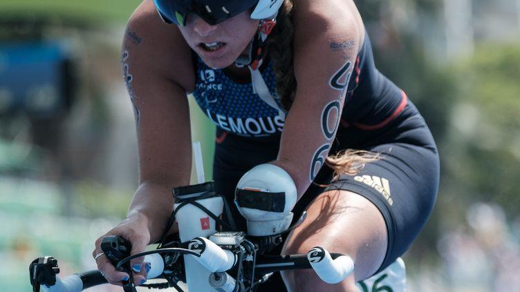 Gwladys Lemoussu, paratriathlète française, lors du triathlon, le 11 septembre 2016, aux Jeux paralympliques de Rio. (YASUYOSHI CHIBA / AFP)