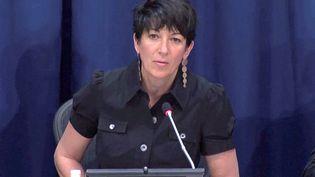 Ghislaine Maxwell, l'ancienne collaboratrice du financier Jeffrey Epstein, lors d'une conférence de presse sur les océans, le 25 juin 2013. (REUTERS TV / REUTERS)