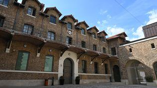 La cour d'honneur de la prison de la Santé, le 12 juillet 2019, à Paris, où est détenu Patrick Balkany. (DOMINIQUE FAGET / AFP)