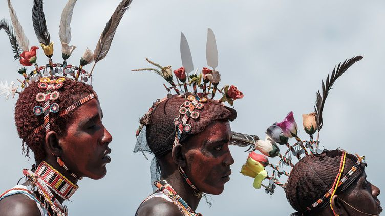 A ses débuts, en 2008 (lien en anglais), il réunissait cinq tribus du comté de Marsabit à Loiyangalani, près du lac Turkana, au nord du Kenya. Le festival annuel de trois jours (du 28 au 30 juin) réunit désormais quatorze communautés. L'objectif est de promouvoir le vivre-ensemble par le biais de la culture et des traditions. Devant le succès grandissant de cette manifestation, le gouvernement kenyan songe à lui donner un écho national. (Yasuyoshi CHIBA / AFP)