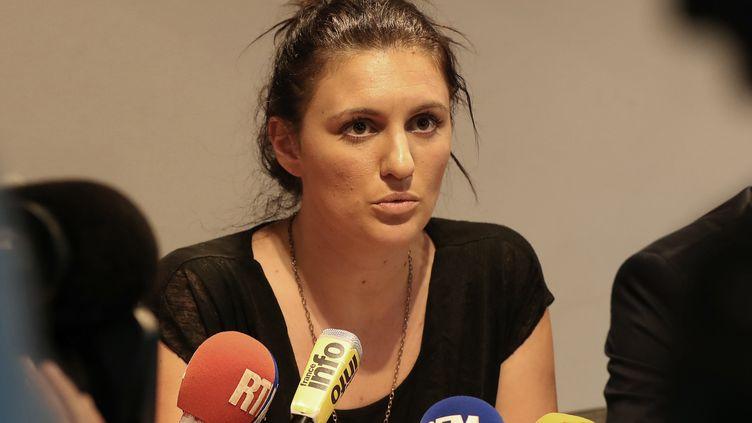 La policière municipale de Nice Sandra Bertin lors d'une conférence de presse, mardi 26 juillet. (VALERY HACHE / AFP)