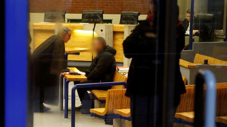 (Damien Saboundjian et son avocat lors du procès, aux assises de Seine-Saint-Denis. © MaxPPP)