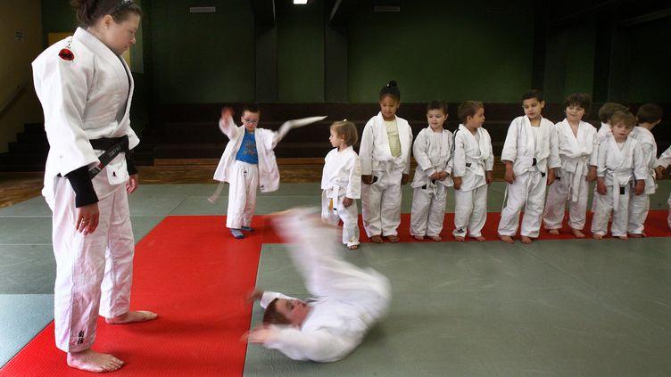 Cours de judo à Lyon avant la mise en place du protocole sanitaire (photo d'illustration). (JUSTE PHILIPPE / MAXPPP)