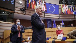 Michel Barner, le négociateur en chef de l'UE pour le Brexit, lors du débat sur l'accord commercial avec le Royaume-Uni au Parlement européen, le 27 avril 2021. (OLIVIER HOSLET / AFP)