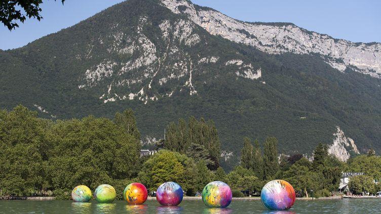 Annecy Paysage, un parcours d'art contemporain dans la ville et sur le lac comme cette oeuvre de l'artiste françaiseElsa Tomkowiak (MARC DOMAGE)