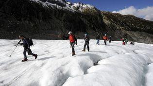 Un groupe de randonneurs près de Chamonix, le 1er octobre 2010. (Photo d'illustration) (PHILIPPE DESMAZES / AFP)