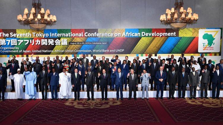 Photo de famille de la 7eConférence internationale de Tokyo sur le développement de l'Afrique (Ticad) à Yokohama, au démarrage du sommet le 28 août 2019. (YOISHI HAYASHI / YOMIURI)