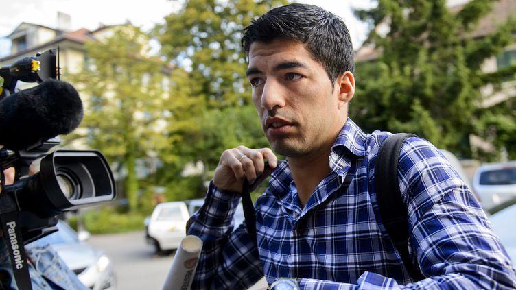Luis Suarez tente de réduire sa suspension de neuf matches pour morsure (FABRICE COFFRINI / AFP)