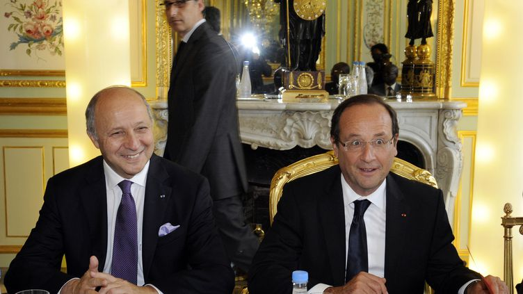Laurent Fabius et François Hollande, le 6 juillet 2012 à Paris. (BERTRAND GUAY / AFP)