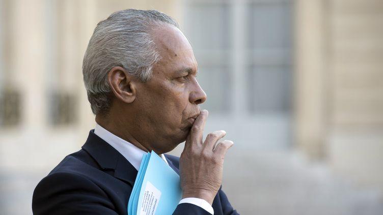 Victorin Lurel, quitte le palais de l'Elysée, le 12 mars 2014. (ALAIN JOCARD / AFP)