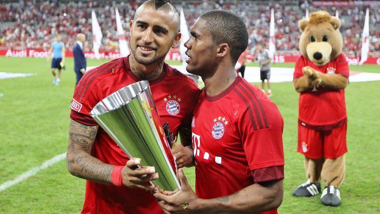 Arturo Vidal et Douglas Costa, les deux recrues phares du Bayern Munich (MICHAEL ZEMANEK / BACKPAGE IMAGES LTD)