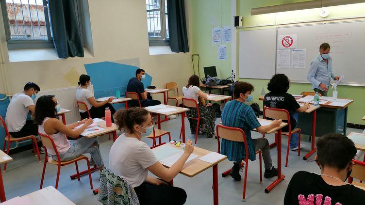 Les élèves planchent sur la philosophie au lycée Georges Clemenceau de Montpellier (Hérault) pour le début du baccalauréat, le 17 juin 2021. (ROMAIN BERCHET / FRANCE-BLEU HÉRAULT)