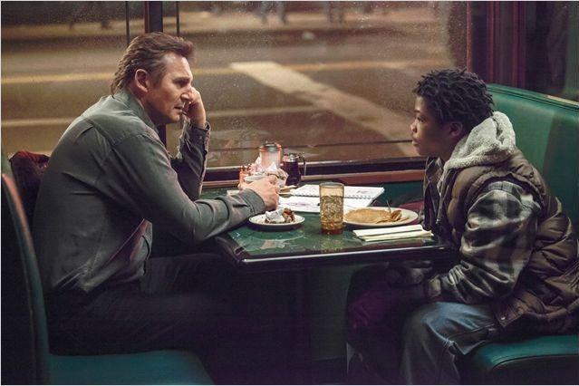 "Liam Neeson et Brian Bradley dans ""Balade entre les tombes"" de Scott Frank  (Metropolitan FilmExport)"