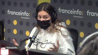 """Julia Layani, co-créatrice du podcast """"Coming out"""" sur Spotify. (CAPTURE D'ECRAN DAILYMOTION)"""