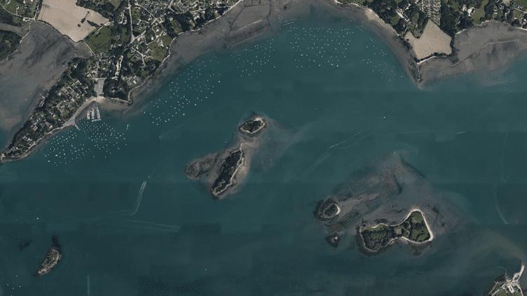 Vue aérienne des Îles Logoden, dans le golfe du Morbihan. (GOOGLE EARTH)