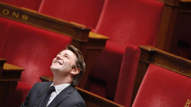 Le ministre de l'Economie François Baroin attend, sur les bancs de l'Assemblée nationale, le début de la séance de questions au gouvernement, à Paris, le 9 novembre 2011. (MARTIN BUREAU / AFP)