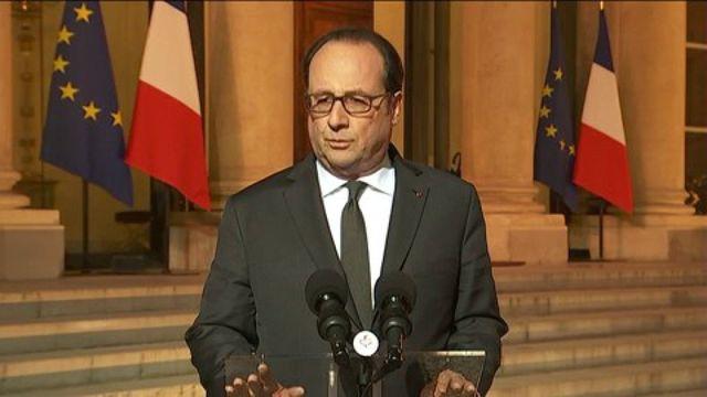 """VIDEO. Fusillade sur les Champs-Elysées : François Hollande exprime sa """"grande tristesse"""" après qu'un policier a été """"lâchement assassiné"""""""
