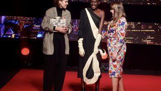 Daniela Schmid reçoit le prix Eco-conception ECO TLC au Festival International des Créateurs de Mode à Dinan, le 13 avril 2019 (G.FRADET/FESTIVAL DE DINAN)