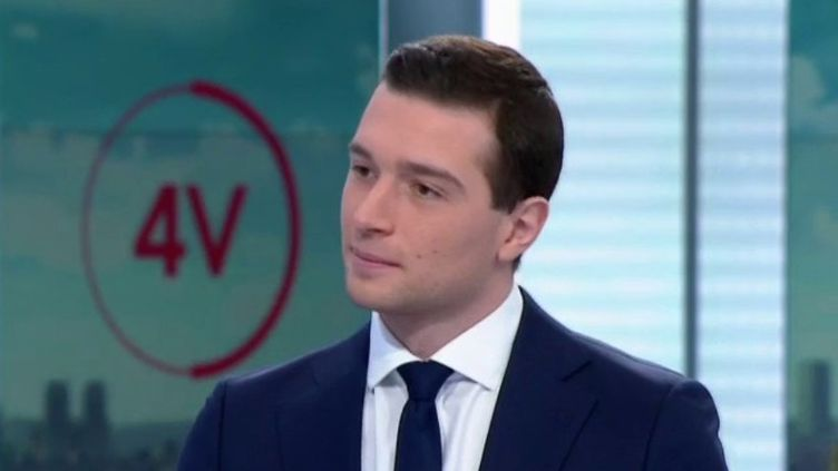 "Covid-19 : pour Jordan Bardella, la France vit un ""Waterloo vaccinal"" (FRANCE 2)"