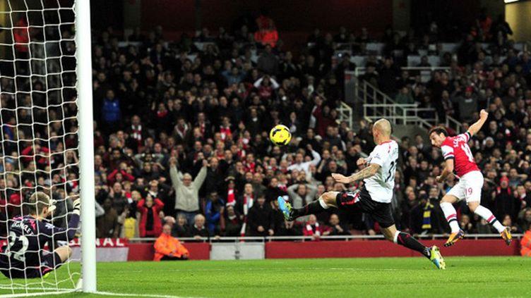 Santiago Cazorla s'y reprend à deux fois pour marquer contre Liverpool (GLYN KIRK / AFP)
