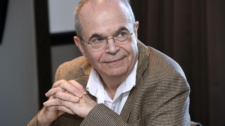 Le président du Syndicat des gynéclogues-obstétriciens, Bertrand de Rochambeau, lors d'une conférence de presse, à Paris, le 11 février 2016. (MIGUEL MEDINA / AFP)
