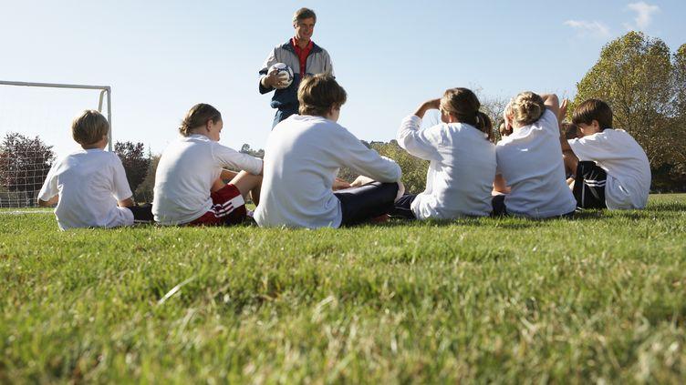 De plus en plus de jeunes footballeurs passent leur bac. (FUSE / GETTY IMAGES)