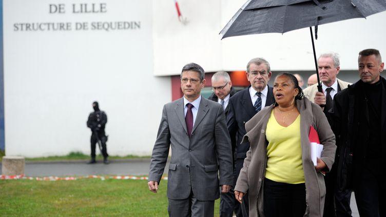 La ministre de la Justice, Christiane Taubira,devant la prison de Sequedin (Nord), le 13 avril 2013, après l'évasion de Redoine Faïd. (PHILIPPE HUGUEN / AFP)