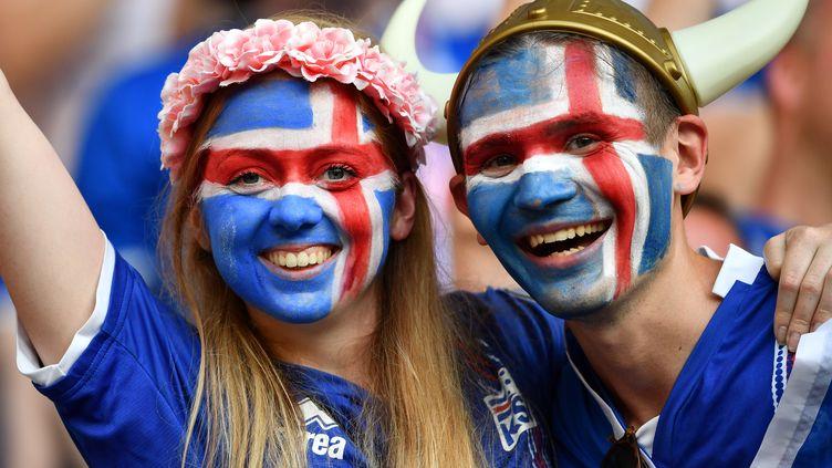 Des supporters islandais, le 27 juin à Nice (Alpes-Maritimes). (BERTRAND LANGLOIS / AFP)