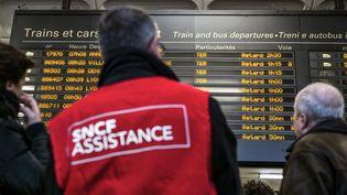 La SNCF a annoncémardi 3 juillet un programme de 150 millions d'euros,pour coordonner les différents supportsd'information aux voyageurs. (JEFF PACHOUD / AFP)