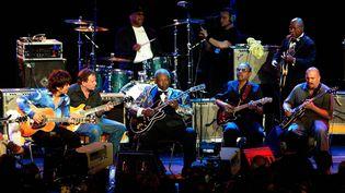 Quand le guitariste et bluesman B.B. King se produisait sur la scène de l'auditorium Stravinski, le 7 juillet 2004 à Montreux... (BRUCE MURPHY / BWP MEDIA / MAXPPP)