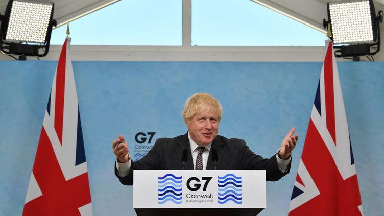 Le Premier ministre Boris Johnson lors d'une conférence de presse à l'issue du sommet du G7 à Carbis Bay, au Royaume-Uni, le 13 juin 2021. (BEN STANSALL / AFP)