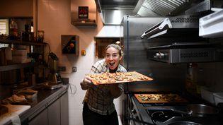 """Amandine Chaignot, chef du restaurant """"Pouliche"""" à Paris, le 29 avril 2020. (FRANCK FIFE / AFP)"""