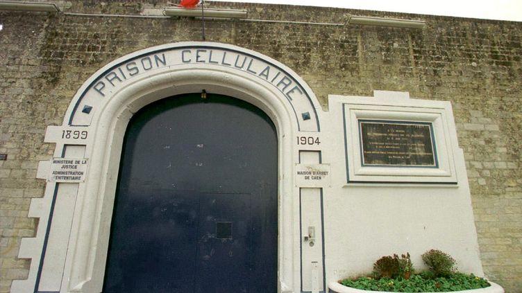 L'entrée de la maison d'arrêt de Caen (Calvados), d'où un détenu s'est évadé le 2 septembre 2012. (J.-Y. DESFOUX / MAXPPP)
