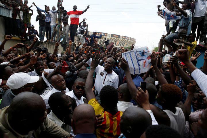 L'opposant congolais Martin Fayulu à son arrivée à un meeting à Kinshasa (République démocratique du Congo), le 11 janvier 2019, au lendemain de l'annonce de résultats de l'élection présidentielle qu'il conteste. (BAZ RATNER / REUTERS)