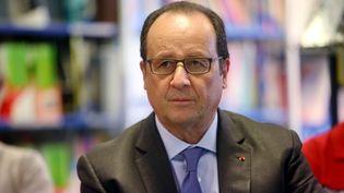 François Hollande en visite au lycée professionnel technologique de l'Estaque, à Marseille, le 8 octobre 2015. (  MAXPPP)