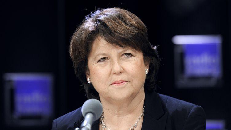 """Martine Aubry au micro de """"Radio France Politique"""", le 4 mars 2012, à Paris. (ERIC FEFERBERG / AFP)"""