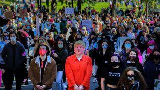 Des manifestantslors de laMarche des femmes à Boston (Etats-Unis), le 17 octobre 2020. (ANIK RAHMAN / NURPHOTO / AFP)