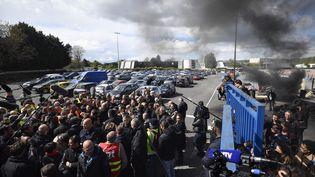 Le parking de l'entreprise Whirlpool lors de la visite d'Emmanuel Macron, à Amiens (Somme), le 26 avril 2017. (ERIC FEFERBERG / AFP)