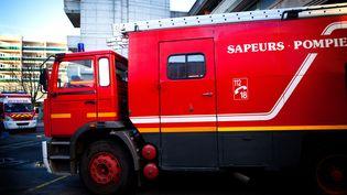 Un camion de pompiers à Paris, le 1er mars 2021. (AMELIE BENOIST / IMAGE POINT FR / AFP)