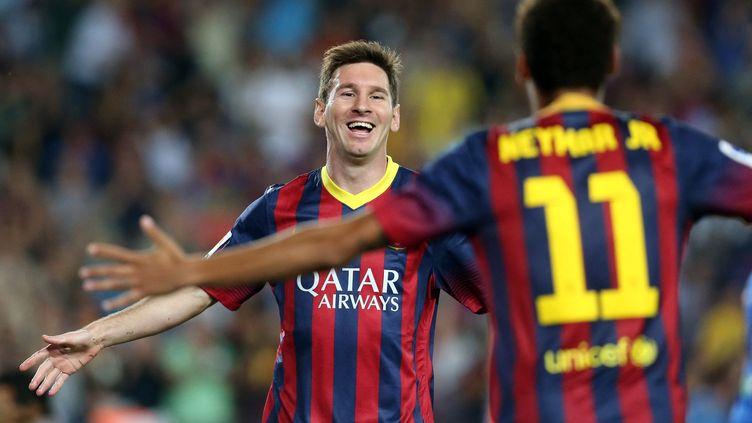 Lionel Messi célèbre après avoir marqué contre la Real Sociedad le 24 septembre 2013,après une passe décisive de Neymar. (MANUEL BLONDEAU / AOP PRESS / AFP)